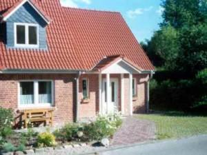 Bild: Ferienhaus BUTEN gemütliche Doppelhaushälfte mit Terrasse und Garten