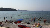 Am Strand gibt es flachabfallende Kiesbereiche die für kleine Kinder gut geeignet sind, aber auch Felsen - Bild 8: Ferienwohnung Samsa in Rovinj / Istrien 250 m vom Strand