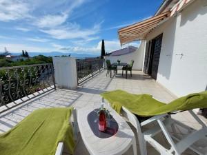 Bild: Sonnige FeWo in MALINSKA im Obergeschoss,WiFi,Terrasse mit Meerblick