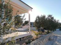 rechts neben dem Gebäude haben Sie viel Platz zur persönlichen Entfaltung - Bild 8: OIKOS Resort Buqez #30 - Beachvilla Stella